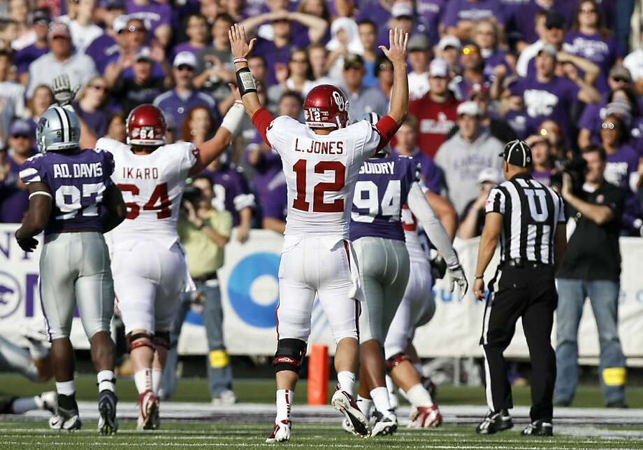 MANHATTAN, KS - OCTOBER 29:   Quarterback Landry Jones #12 of the Oklahoma Sooners celebrates an 18-yard touchdown pass to teammate Jaz Reynolds #16 in the second quarter during a game against the Kansas State Wildcats at Bill Snyder Family Stadium on October 29, 2011 in Manhattan, Kansas. Oklahoma won 58-17. (Photo by Ed Zurga/Getty Images) Photo: Ed Zurga, Getty Images