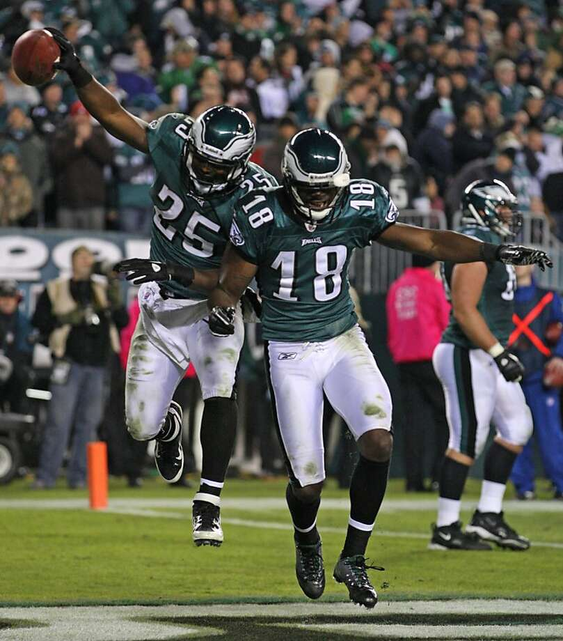 Philadelphia Eagles LeSean McCoy celebrates his touchdown against the Dallas Cowboys with Jeremy Maclin in fourth quarter at Lincoln Financial Field in Philadelphia, Pennsylvania, Sunday, October 30, 2011. (Michael Bryant/Philadelphia Inquirer/MCT) Photo: Michael Bryant, MCT