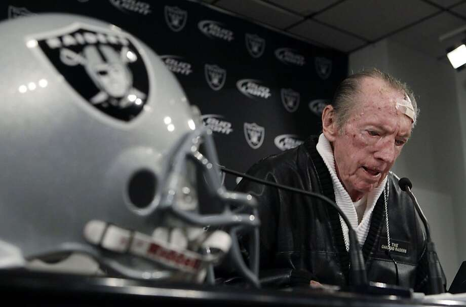 Oakland Raiders owner Al Davis reads a statement during an NFL football news conference introducing Hue Jackson as the team's new coach at Raiders headquarters in Alameda, Calif., Tuesday, Jan. 18, 2011.  (AP Photo/Paul Sakuma)  Ran on: 01-23-2011 Al Davis explained why he made a change, but not why he had stayed so long with the guy he was trashing. Photo: Paul Sakuma, AP