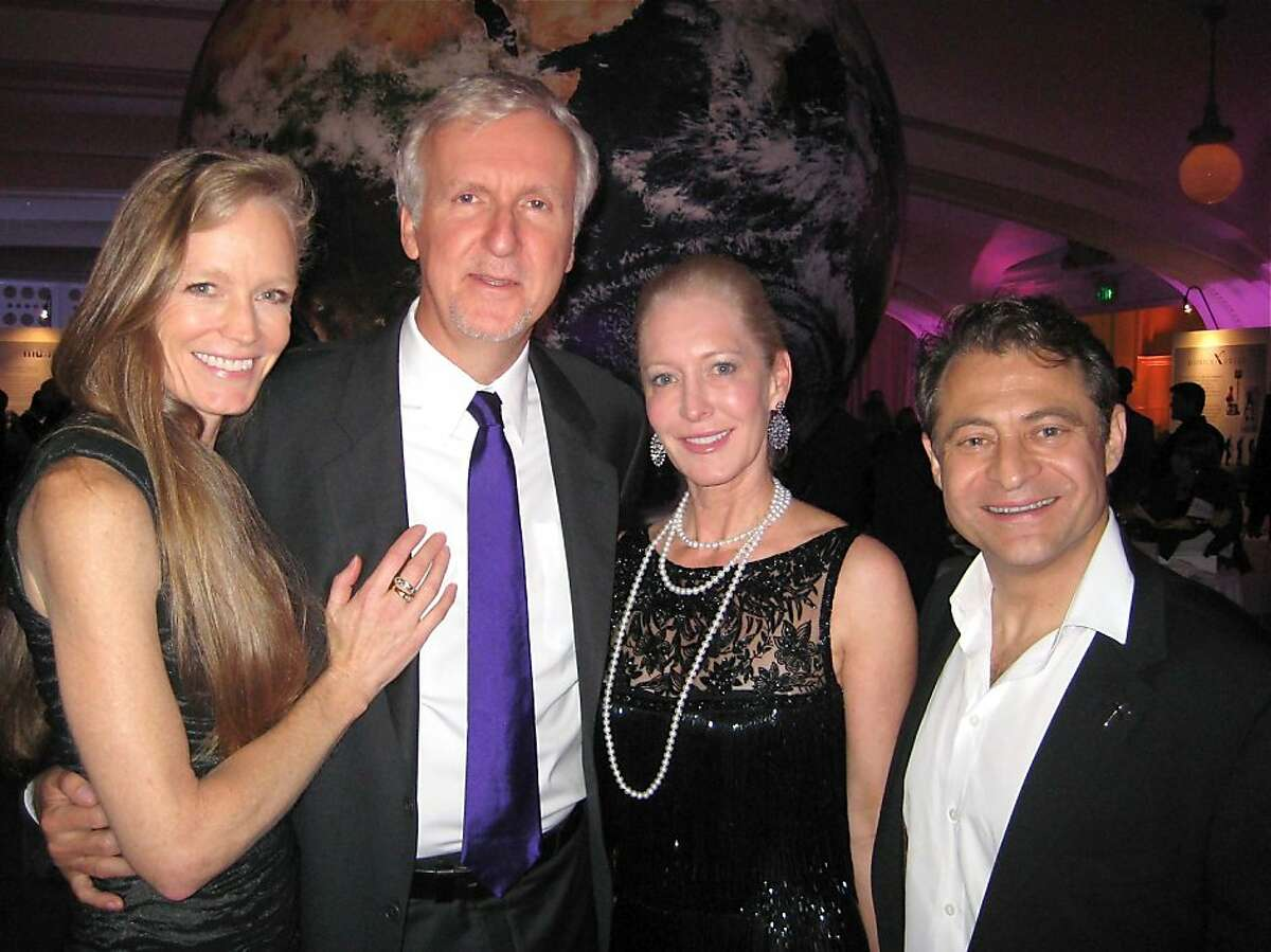 Suzy Amis (left) with her husband, director James Cameron, Wendy Schmidt and XPrize Foundation Chairman Peter Diamandis. Oct 2011. By Catherine Bigelow.
