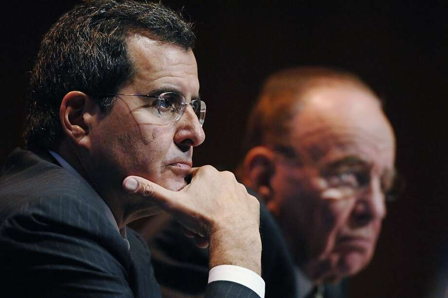 Peter Chernin, president and chief operating officer of News Corp. left, speaks as Rupert Murdoch, chairman and chief executive officer of News Corp., right, listens during a press conference following the News Corp. annual shareholders meeting in New York, Friday, October 20, 2006.  Ran on: 12-10-2008 Photo: Daniel Acker, Bloomberg News