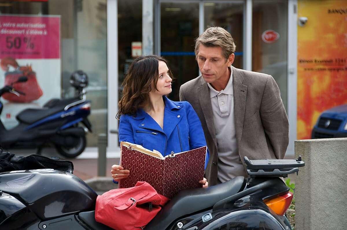 Baya (Sara Forestier) and Arthur (Jacques Gamblin) in,