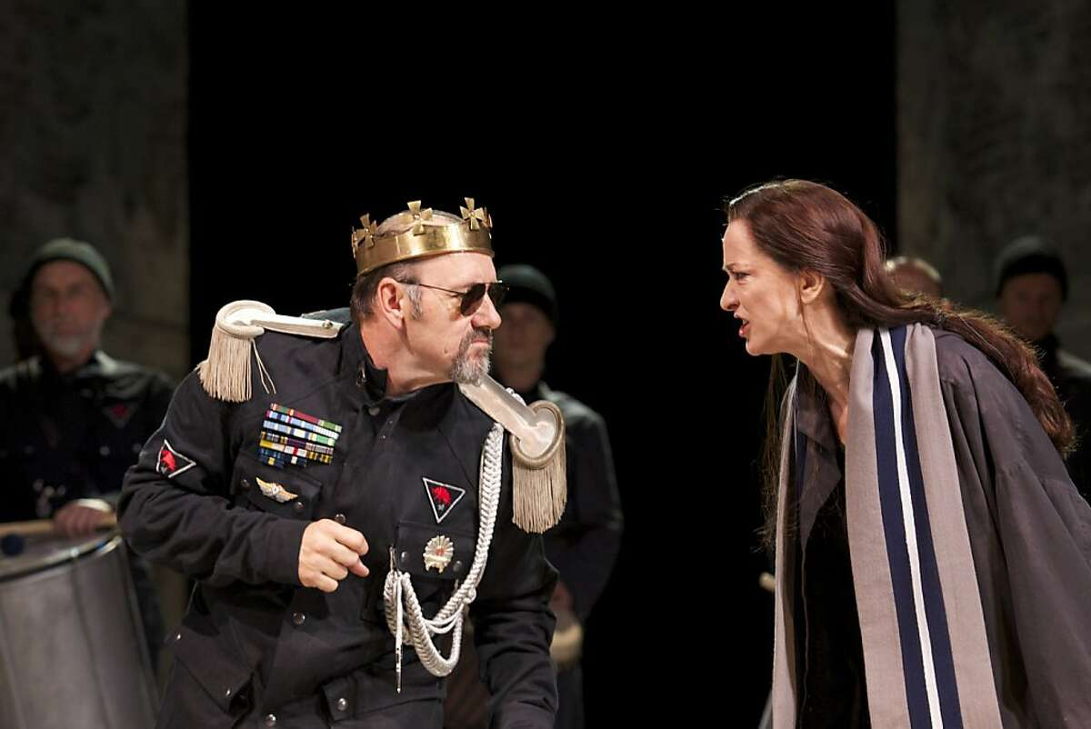 Richard III (Kevin Spacey) confronts an angry Queen Elizabeth (Haydn Gwynne) in the Bridge Project tour of Sam Mendes' Old Vic production of