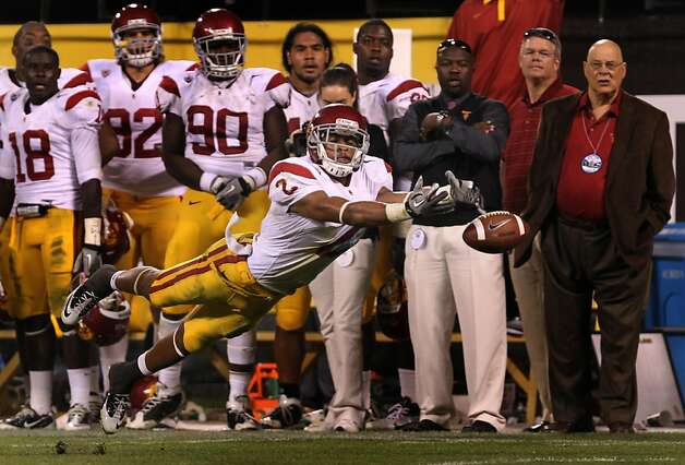 Robert Woods #2 of the USC Trojans reaches for a Matt Barkley pass late into the fourth quarter during their game against the California Golden Bears at AT&T Park on October 13, 2011 in San Francisco, California. USC won 30-9. Photo: Lance Iversen, The Chronicle