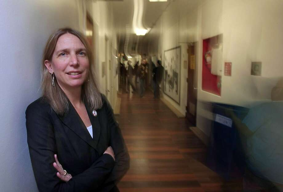 Diane Havlir, MD poses for a portriat on the hallways of the AID ward at San Francisco General Hospital on November 25, 2008.  Ran on: 12-01-2008 Richard Apodaca, an HIV patient for more than two decades, gets a checkup from Katie Carlson and Dr. Dan Wlodarczyk (at right). Photo: Frederic Larson, The Chronicle