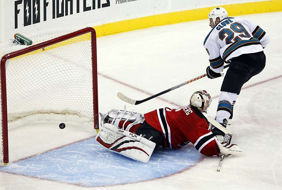 San Jose Sharks' Ryan Clowe (29), of Canada, shoots the puck for the win past New Jersey Devils goalie Johan Hedberg (1), of Sweden, during a shoot-out in an NHL hockey game in Newark, N.J., Friday, Oct. 21, 2011. The Sharks won 4-3. (AP Photo/Mel Evans) Photo: Mel Evans, AP