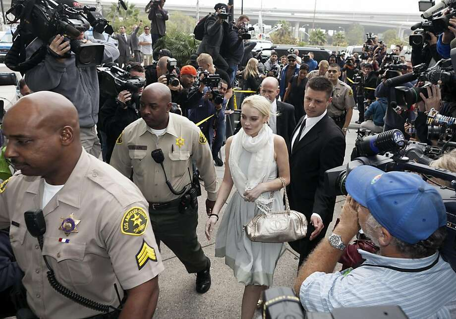Lindsay Lohan arrives at the Los Angeles Superior Court West District Airport Courthouse Wednesday, Oct. 19, 2011, in Los Angeles. A city prosecutor will recommend Wednesday that Lohan be sent back to jail because she had been ousted from a community service assignment at a women's shelter.   (AP Photo/Damian Dovarganes) Photo: Damian Dovarganes, AP