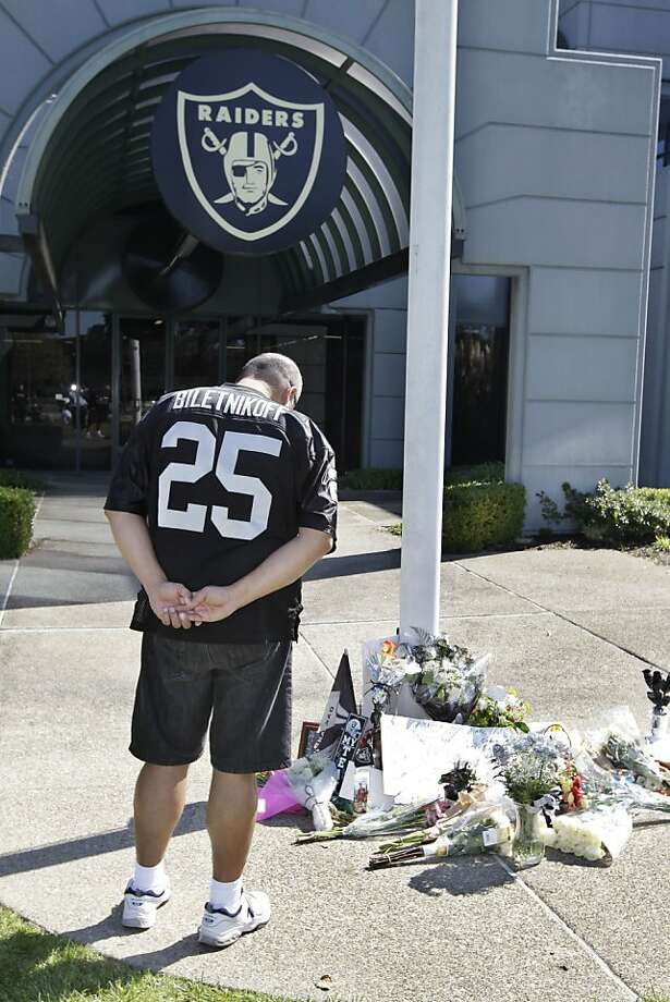 An Oakland Raiders fan pays his respects  at a memorial to Raiders owner Al Davis outside the team's NFL football headquarters in Alameda, Calif., Saturday, Oct. 8, 2011. The Raiders announced Saturday that Davis, their longtime owner and Hall of Famer, died. He was 82.  (AP Photo/Paul Sakuma) Photo: Paul Sakuma, AP