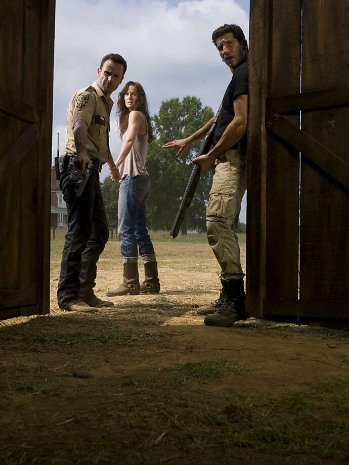 Rick Grimes (Andrew Lincoln), Lori Grimes (Sarah Wayne Callies) and Shane Walsh (Jon Bernthal) - The Walking Dead Photo: Matthew Welch, AMC