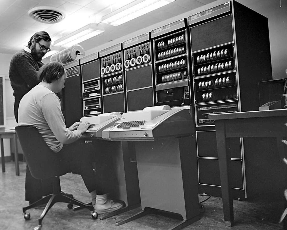 Computer scientists Ken Thompson (seated) and Dennis Ritchie are working on an old PDP-11 computer at Bell Labs in New Jersey in this photo taken in 1972. Thompson and Ritchie have been awarded a 2011 Japan Prize for Information and Communications for their work creating the UNIX computer operating system while working as researchers at Bell Labs Computer scientists Ken Thompson (seated) and Dennis Ritchie are working on an old PDP-11 computer at Bell Labs in New Jersey in this photo taken in 1972. Thompson and Ritchie have been awarded a 2011 Japan Prize for Information and Communications for their work creating the UNIX computer operating system while working as researchers at Bell Labs Information EMBARGOED until 3 a.m. Pacific Time Tuesday, Jan. 25, 2011 Ran on: 01-25-2011 Ken Thompson (seated) and Dennis Ritchie at work for Bell Labs on the computers of the day.