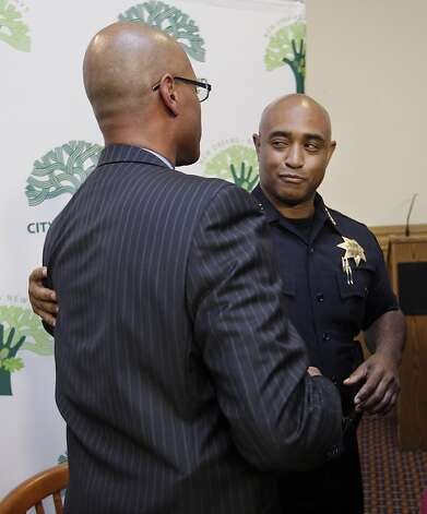 New Oakland interim Police Chief Howard Jordan, left, is slapped on the back by former Oakland Police Chief Anthony Batts, right, after a news conference and swearing-in ceremony at Oakland City Hall in Oakland, Calif., Thursday, Oct. 13, 2011. Batts resigned on Tuesday. (AP Photo/Paul Sakuma) Photo: Paul Sakuma, AP