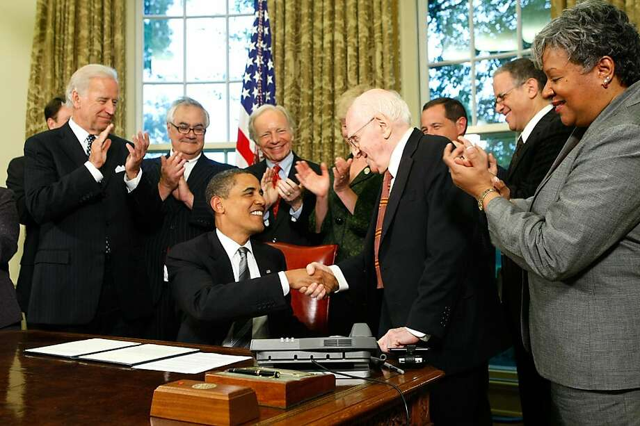 WASHINGTON - JUNE 17:  U.S. President Barack Obama shakes hands with gay rights activist Frank Kameny (3R) after he signed a memorandum on federal benefits and non-discrimination as (L-3L) Vice President Joseph Biden, Rep. Barney Frank (D-MA), and Sen. Joseph Lieberman (I-CT) look on in the Oval Office of the White House June 17, 2009 in Washington, DC. Obama signed the memorandum to extend benefits to same-sex partners of federal employees.  (Photo by Alex Wong/Getty Images) Ran on: 06-18-2009 President Obama shakes hands with gay rights activist Frank Kameny after signing a memorandum on federal benefits as Vice President Joe Biden (from left), Rep. Barney Frank, D-Mass., and Sen. Joe Lieberman (independent-Conn.) look on. Ran on: 06-18-2009 President Obama shakes hands with gay rights activist Frank Kameny after signing a memorandum on federal benefits as Vice President Joe Biden (from left), Rep. Barney Frank, D-Mass., and Sen. Joe Lieberman (independent-Conn.) look on.  Ran on: 12-04-2010 President Obama congratulates gay rights activist Frank Kameny after signing an agreement  in 2009 to extend federal benefits to same-sex partners of federal employees. Photo: Alex Wong, Getty Images