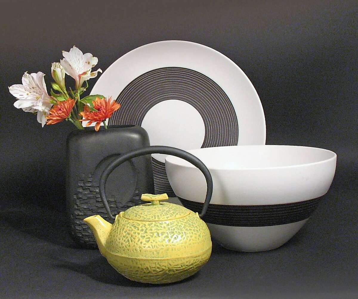 Serveware from Dandelion/Tampopo.