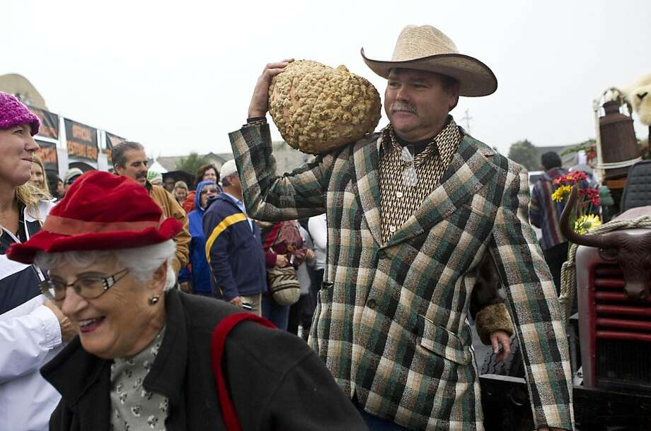 Bev Ashcroft (left) and Kevin Palmer show up dressed as the  Beverly Hillbillies to entertain the crowd at the 38th Annual Safeway World Championship Pumpkin Weigh-Off in Half Moon Bay, Calif., on Monday, October 10, 2011. Photo: Laura Morton, Special To The Chronicle