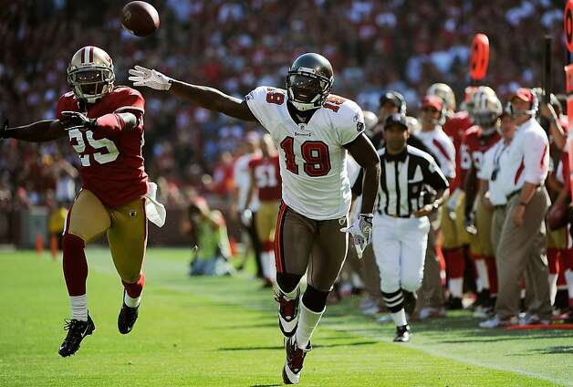 SAN FRANCISCO, CA - OCTOBER 09: Mike Williams #19 of the Tampa Bay Buccaneers can't catch up to this pass guarded by Tarell Brown #25 of the San Francisco 49ers in the third quarter during an NFL football game at Candlestick Park on October 9, 2011 in San Francisco, California. The 49ers won the game 48-3. (Photo by Thearon W. Henderson/Getty Images) Photo: Thearon W. Henderson, Getty Images