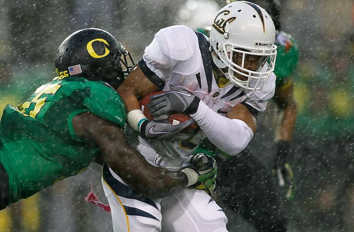 EUGENE, OR - OCTOBER 06: Isi Sofele #20 of the California Golden Bears runs against Hroniss Grasu #55 of the Oregon Ducks on October 6, 2011 at the Autzen Stadium in Eugene, Oregon. (Photo by Jonathan Ferrey/Getty Images)