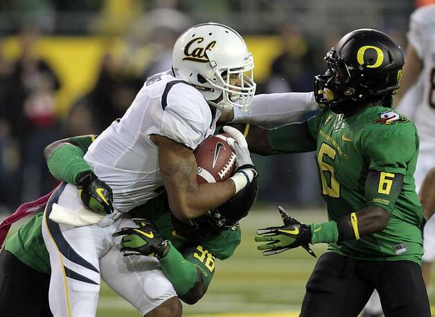 California wide receiver Marvin Jones fights for yardage against Oregon defenders DeAnthony Thomas, right, and Dion Jordan during the first half of their NCAA collegefootball game in Eugene, Ore., Thursday, Oct. 6, 2011. (AP Photo/Don Ryan) Photo: Don Ryan, AP