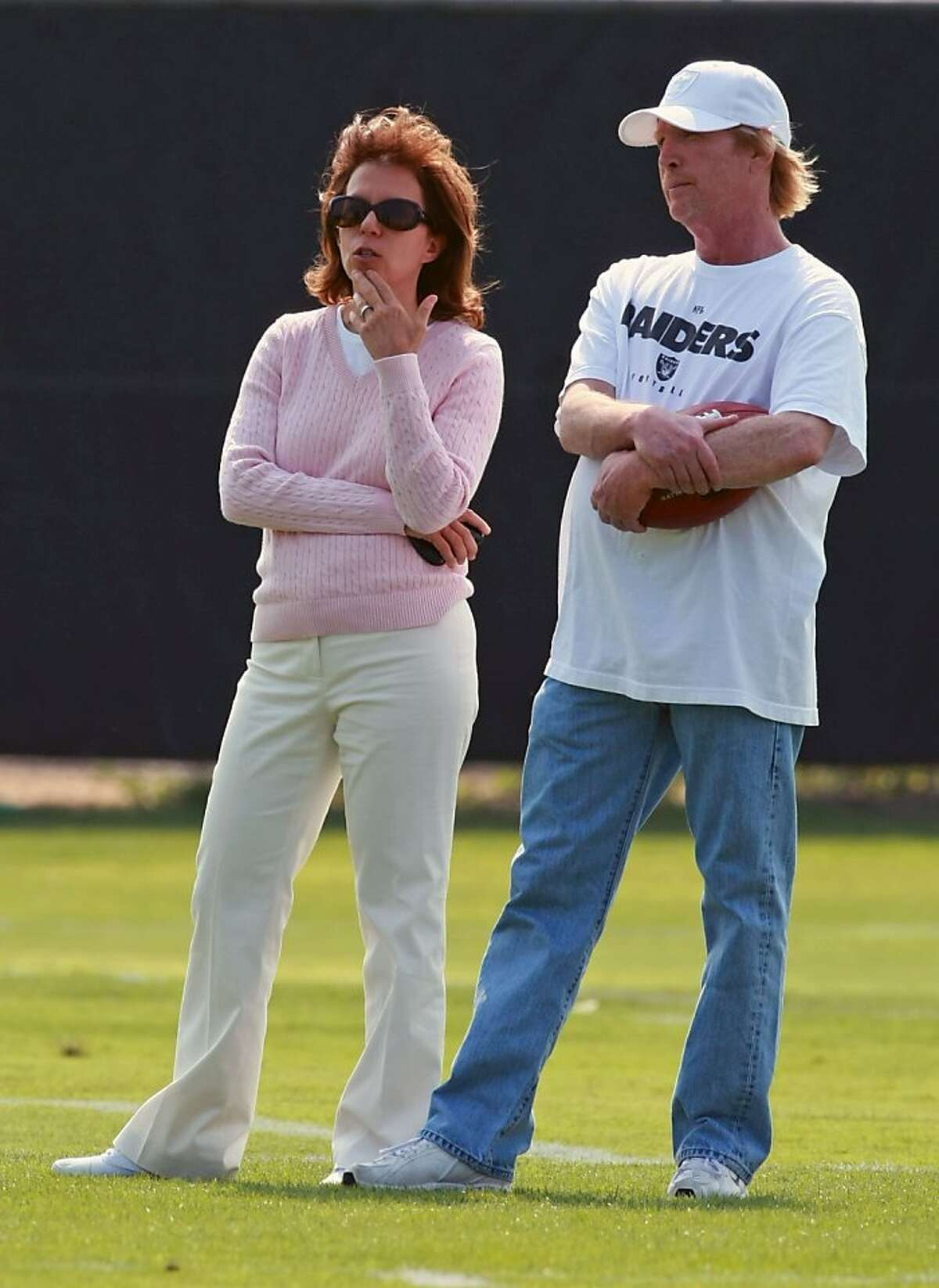 Oakland Raiders CEO Amy Trask talks with Mark Davis son og Raiders owner Al Davis at the Raiders training camp in Napa Thursday July 24, 2008. Thursday July 24, 2008. Photo by Lance Iversen / The Chronicle Ran on: 06-03-2009 Amy Trask Ran on: 06-03-2009 Amy Trask