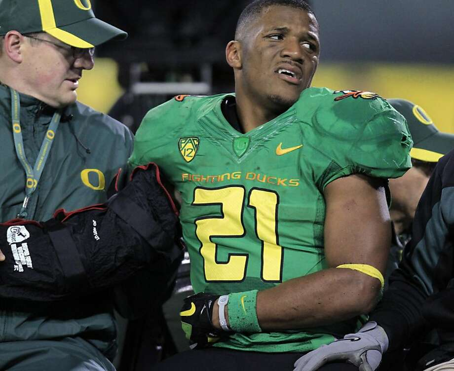 Oregon running back LaMichael James leaves the field with a brace on his right arm after being injured during the second half of an NCAA college football game against California in Eugene, Ore., Thursday, Oct. 6, 2011. (AP Photo/Don Ryan) Photo: Don Ryan, AP