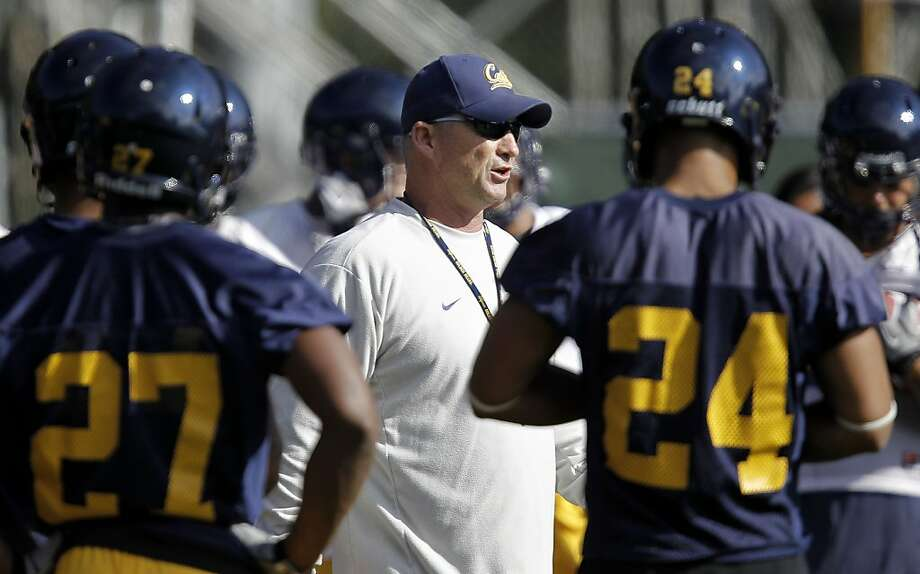 Head coach Jeff Tedford works with his players, as the UC California Bears open their fall training camp in Berkeley, Ca. on Saturday August 6, 2011. Photo: Michael Macor, The Chronicle