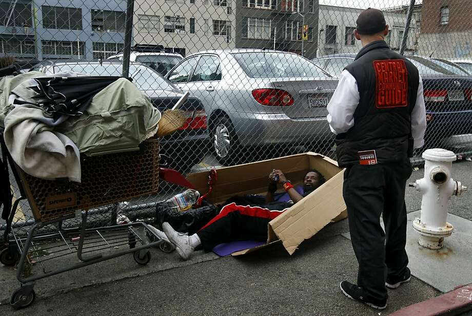 Nick Hitchko, a social worker with the Central Market Community Guides, talks to a man sleeping in Stevenson Alley in San Francisco, Calif. on Friday, Sept. 30, 2011. Photo: Paul Chinn, The Chronicle