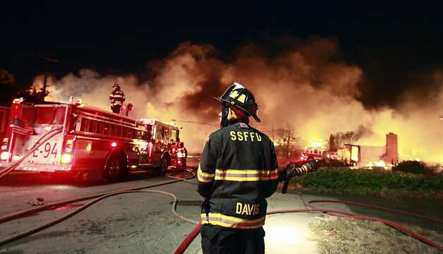 San Bruno, Daily city and San Francisaco Fire personal work to contain a fast moving fire caused by an explosion in a San Bruno nighborhood Thursday, Sept. 9, 2010. Photo: Lance Iversen, The Chronicle