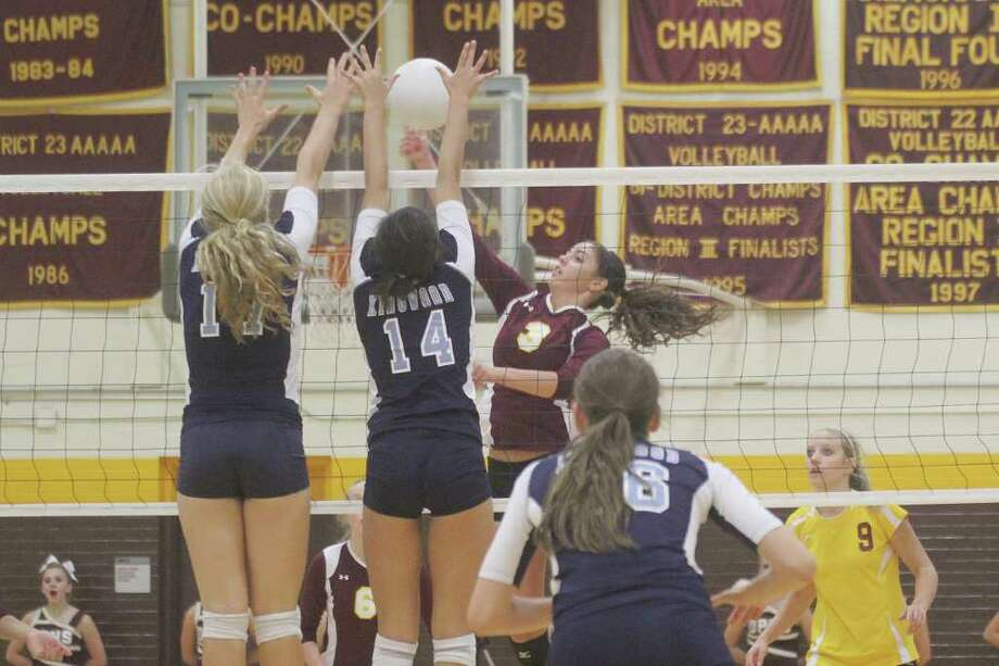 PIN LIM: FOR THE CHRONICLE LEADING THE WAY: Deer Park's Haley Mueller, No. 3, shared the District MVP honor with teammate Kayla Jordan this season. Photo: Pin Lim / Copyright Pin Lim.