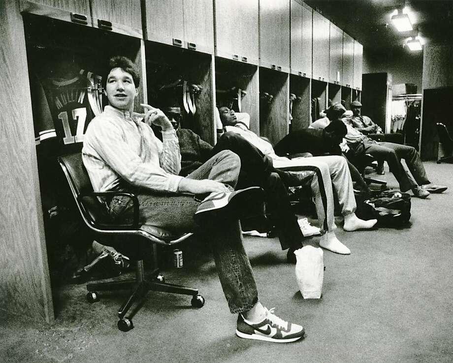Chris Mullin relaxes in the Golden State Warriors locker room. Jan. 16, 1986. Photo: Frederic Larson, The Chronicle