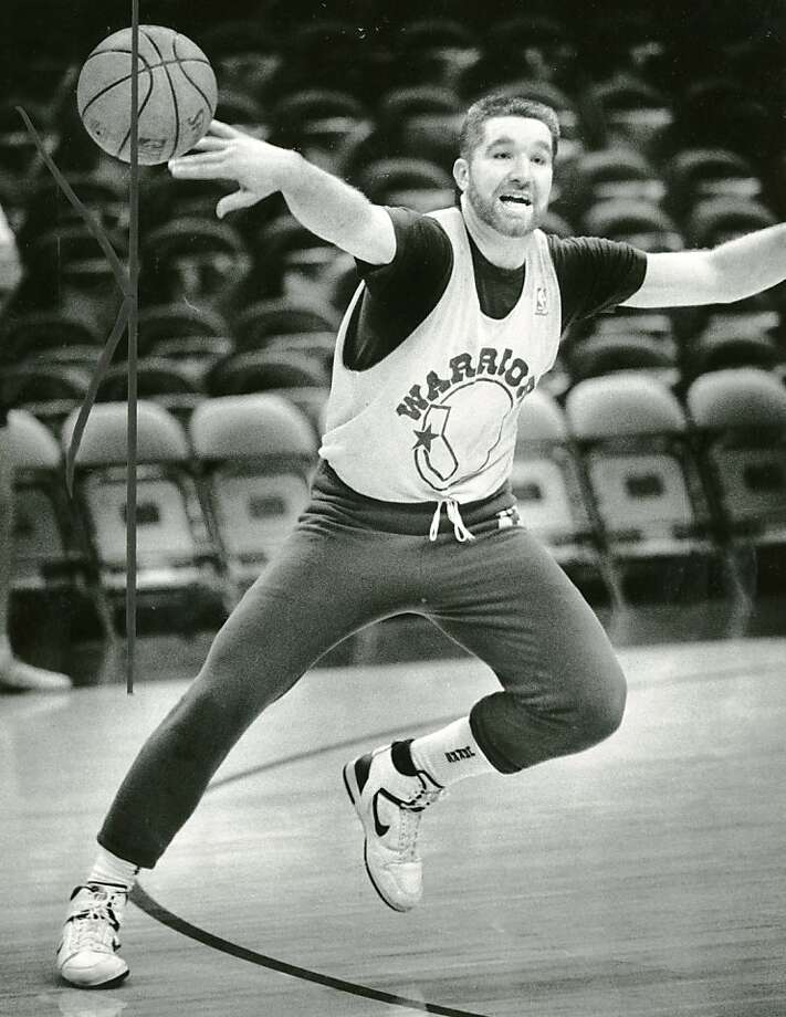 Golden State Warrior Chris Mullin practices a few days after gettting released from rehab. Jan. 14, 1988. Photo: Steve Ringman, The Chronicle