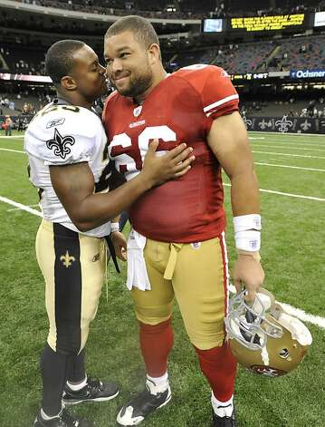 New Orleans Saints running back Pierre Thomas (23), left, chats with San Francisco 49ers guard Jonathan Goodwin (66) after an NFL football game at the Louisiana Superdome in New Orleans, Friday, Aug. 12, 2011. (AP Photo/Bill Feig)  Ran on: 08-25-2011 Adam Snyder, left, and Jonathan Goodwin (66, chatting with ex-Saints teammate Pierre Thomas) are competing for the starting spot at center. Photo: Bill Feig, AP