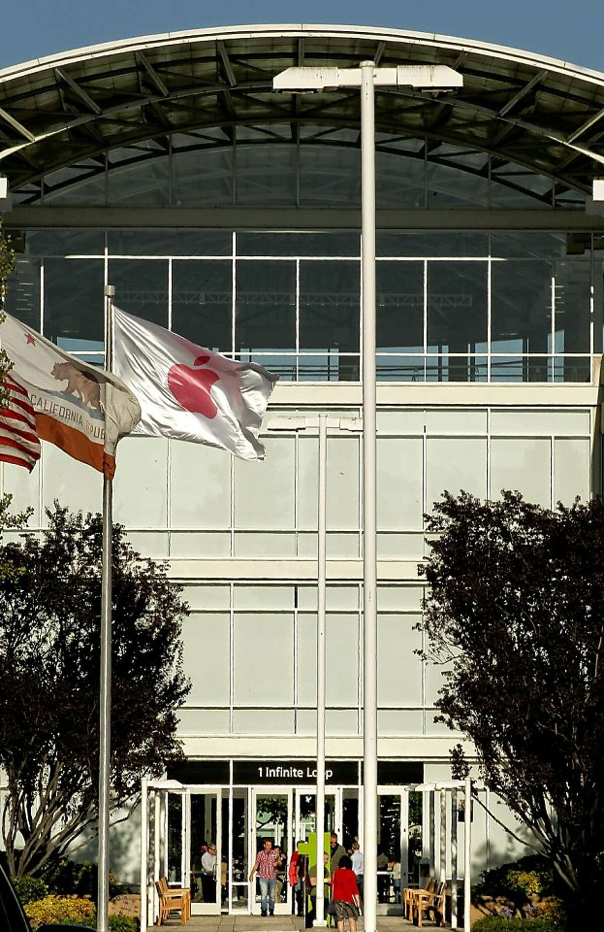 Outside the headquarters of Apple on Wednesday August 24, 2011, in Cupertino, Ca., as CEO Steve Jobs announced his resignation today.