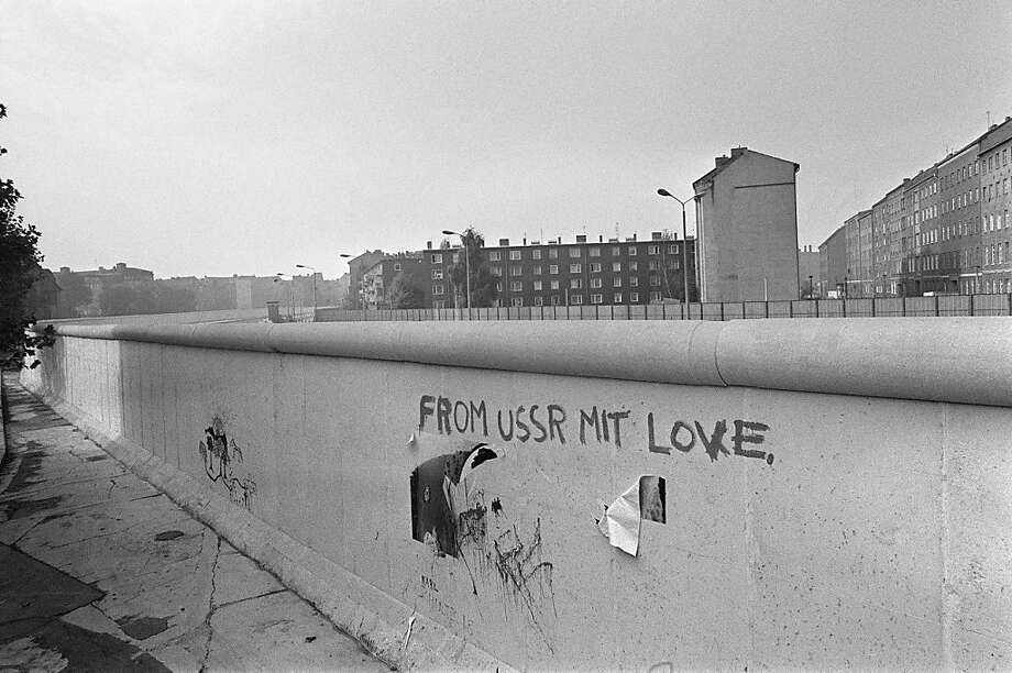 "TO GO WITH AFP STORY - FILES - Picture taken on October 13, 1976 of an inscription ""from USSR mit love"" on the Berlin Wall. The Berlin Wall might be history but the debate over its construction 50 years ago still weighs heavily on Germany's collective consciousness as seen in an unseemly political row. With two regional elections set for September 2011, the Social Democratic Party (SPD) has lashed out at the left-wing Linke party, a sometime ally, for recently defending the building of the Wall.     AFP PHOTO    RALPH GATTI (Photo credit should read RALPH GATTI/AFP/Getty Images) Photo: Ralph Gatti, AFP/Getty Images"