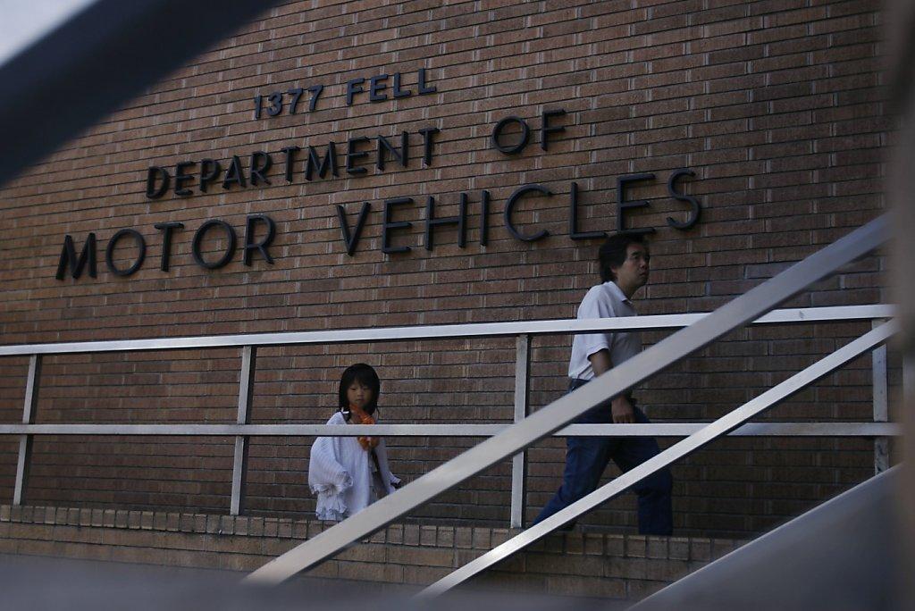 9ee30bda53 Hefty DMV-renewal fees jolt you at 31 days late - SFGate
