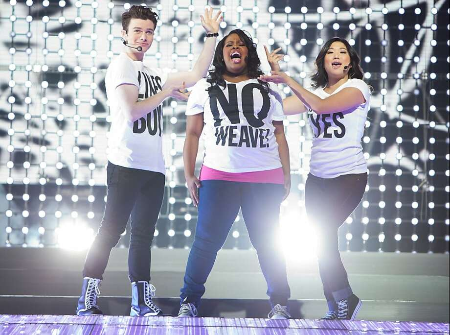 G3D-81   Kurt (Chris Colfer, left), Mercedes (Amber Riley) and Tina (Jenna Ushkowitz)  perform a show-stopping number in GLEE THE 3D CONCERT MOVIE. Photo: Adam Rose, Twentieth Century Fox