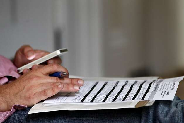 Jeff Leininger fills out an rental application as he looks at a junior one bedroom apartment on Webster street for $1,895., Wednesday August 10, 2011, in San Francisco, Calif. Photo: Lacy Atkins, The Chronicle