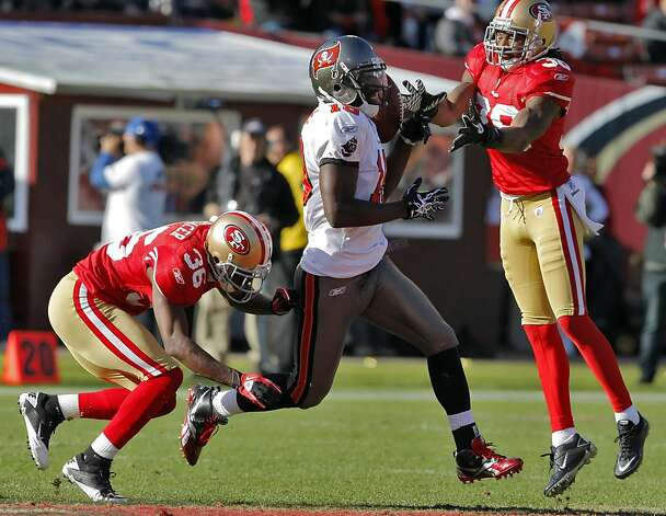 Shantae Spencer, bottom, and Dashon Goldson, top, break up a pass intended for Tampa Bay's Mike Williams in the second quarter at Candlestick Park in San Francisco on Sunday. Photo: Carlos Avila Gonzalez, The Chronicle