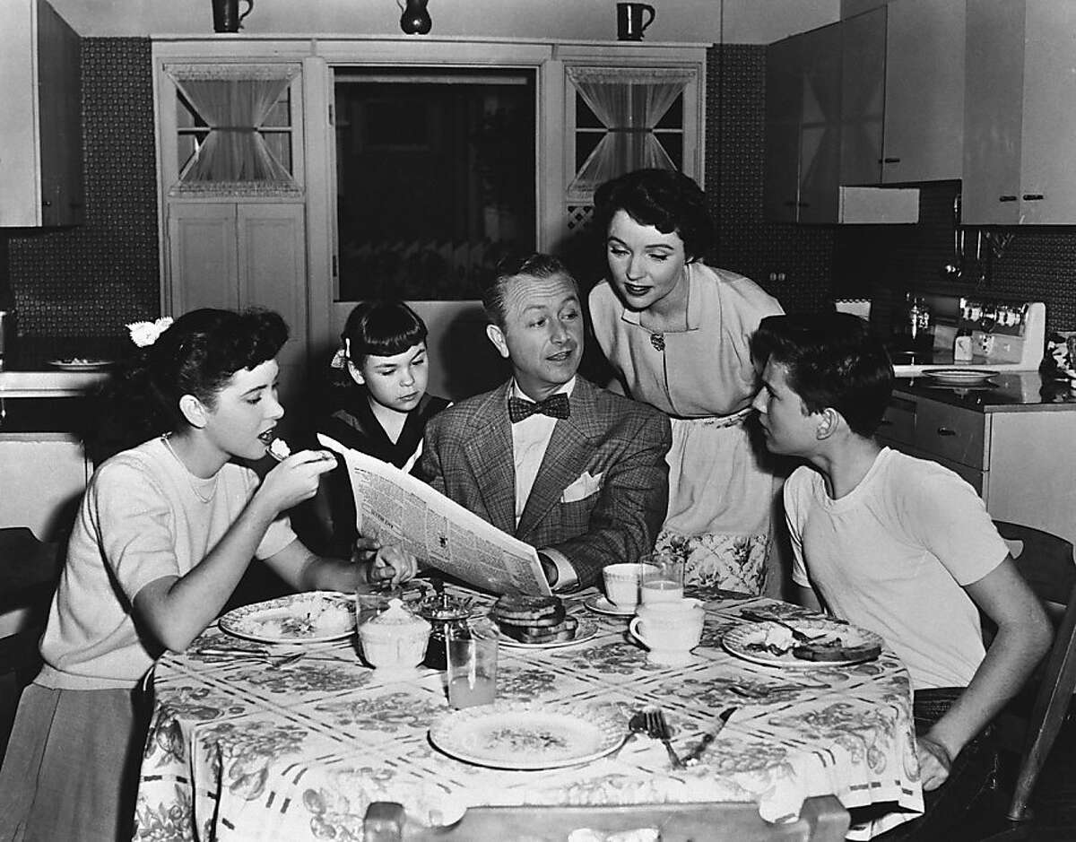 FATHER KNOWS BEST -- Pictured: (l-r) Elinor Donahue as Betty 'Princess' Anderson, Lauren Chapin as Kathleen 'Kathy' 'Kitten' Anderson, Robert Young as James 'Jim' Anderson, Sr., Jane Wyatt as Margaret Anderson, Billy Grayas James 'Bud' Anderson, Jr.(Photo by: NBCU Photo Bank via AP Images)