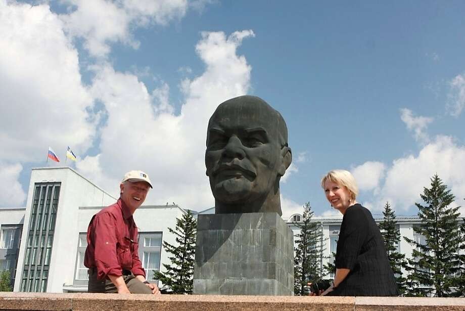 Arnette and Joe Whitehouse in Ulan Ude, Russia in front of 42 ton 25 foot tall Lenin bust. Photo: Arnette And Joe Whitehouse