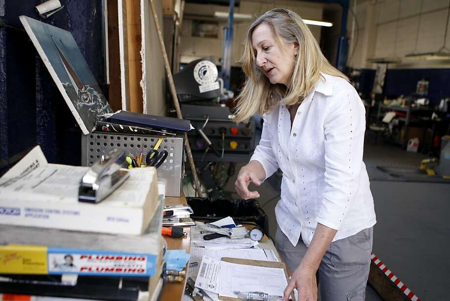 Diane Amble works on a paperwork at her smog shop in San Francisco, Calif., on Friday, July 29, 2011. Photo: Michelle Terris, The Chronicle