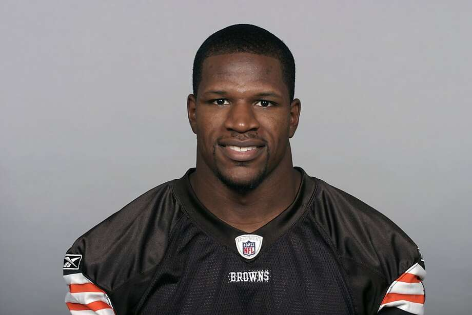 Kamerion Wimbley of the Cleveland Browns poses for his 2009 NFL headshot at photo day in Cleveland, Ohio. Photo: NFL Photos, NFL