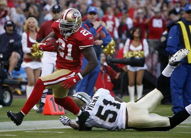 Frank Gore scoots into the end zone for a second quarter touchdown in the San Francisco 49ers and New Orleans Saints game at Candlestick Park in San Francisco on Monday. Photo: Paul Chinn, The Chronicle