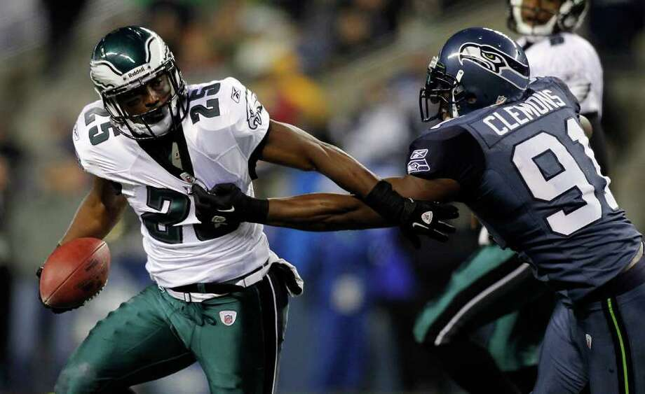 SEATTLE - DECEMBER 01:  LeSean McCoy #25 of the Philadelphia Eagles eludes a tackle by Chris Clemons #91 of the Seattle Seahawks on December 1, 2011 at CenturyLink Field in Seattle, Washington. Photo: Jonathan Ferrey, Getty Images / 2011 Getty Images
