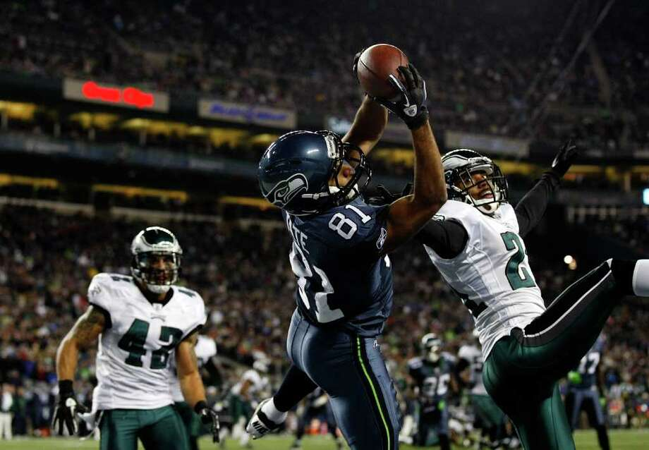 SEATTLE - DECEMBER 01:  Golden Tate #81 of the Seattle Seahawks makes a touchdown catch against Joselio Hanson #21 of the Philadelphia Eagles on December 1, 2011 at CenturyLink Field in Seattle, Washington. Photo: Jonathan Ferrey, Getty Images / 2011 Getty Images