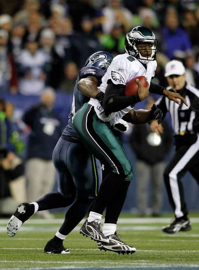 SEATTLE - DECEMBER 01:  Quarterback Vince Young #9 of the Philadelphia Eagles eludes a tackle by Chris Clemons #91 of the Seattle Seahawks on December 1, 2011 at CenturyLink Field in Seattle, Washington. Photo: Jonathan Ferrey, Getty Images / 2011 Getty Images