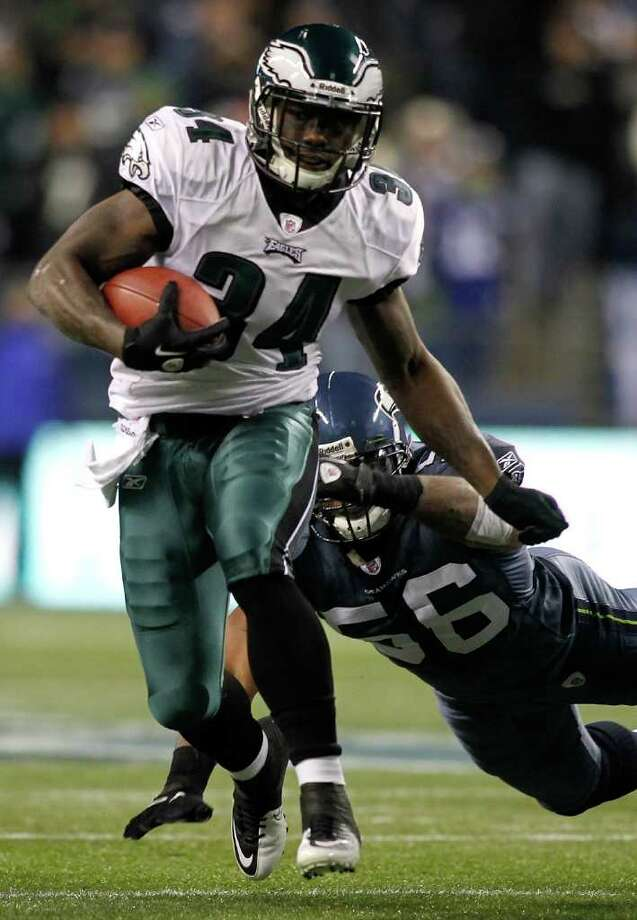 SEATTLE - DECEMBER 01:  Ronnie Brown #34 of the Philadelphia Eagles runs the ball against the Seattle Seahawks on December 1, 2011 at CenturyLink Field in Seattle, Washington. Photo: Jonathan Ferrey, Getty Images / 2011 Getty Images