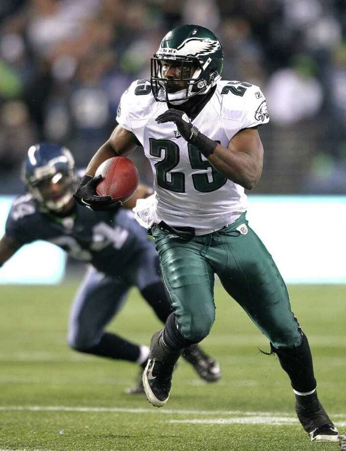 SEATTLE - DECEMBER 01:  Running back LeSean McCoy #25 of the Philadelphia Eagles rushes against the Seattle Seahawks at CenturyLink Field on December 1, 2011 in Seattle, Washington. The Seahawks defeated the Eagles 34-14. Photo: Otto Greule Jr, Getty Images / 2011 Getty Images