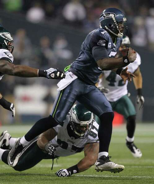 SEATTLE - DECEMBER 01:  Quarterback Tarvaris Jackson #7 of the Seattle Seahawks scrambles against Cu