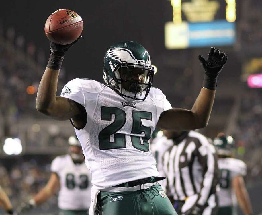 SEATTLE - DECEMBER 01:  Running back LeSean McCoy #25 of the Philadelphia Eagles reacts after scoring a touchdown against the Seattle Seahawks at CenturyLink Field on December 1, 2011 in Seattle, Washington. Photo: Otto Greule Jr, Getty Images / 2011 Getty Images