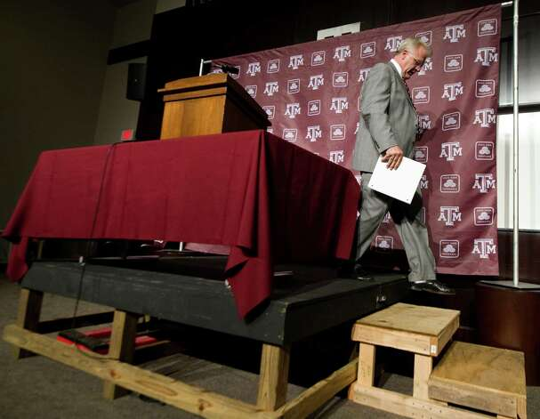 Mike Sherman leaves after being fired last year by A&M — which may not have happened if the Aggies hadn't lost to UT. Photo: Stuart Villanueva, AP / Bryan-College Station Eagle