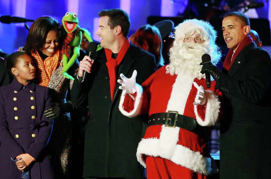 U.S. President Barack Obama (R), Santa Clause (2nd-R), Carson Daly (C), Kermit the Frog, first lady Michelle Obama, and daughter Sasha, sing a song during the National Christmas Tree light ceremony on December 1, 2011 at the Ellipse, south of the White House, in Washington, DC. Photo: Mark Wilson, Getty / 2011 Getty Images